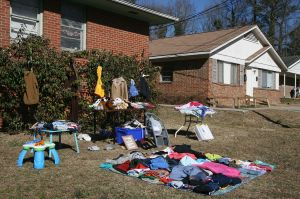 1280px-2011-02-12_Yard_sale_on_Green_St_1