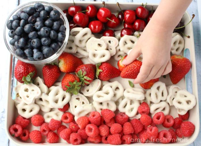 Easy-Flag-Fruit-Dessert-Family-Fresh-Meals-2